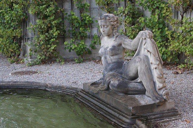 fountain-933535_640