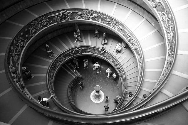 spiral-staircase-423345_640