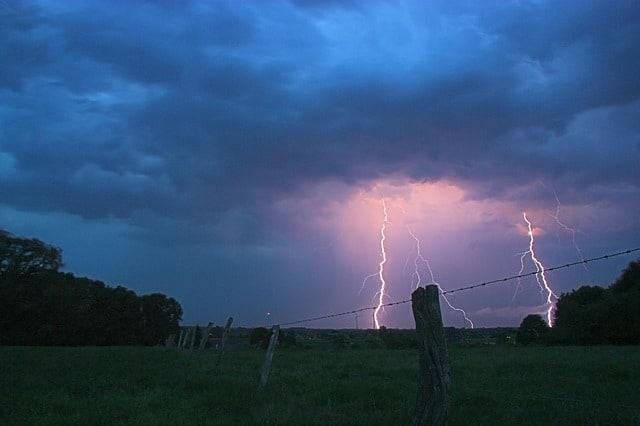 thunderstorm-549663_640