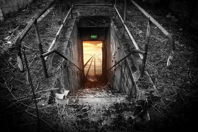 emergency-exit-696656_640